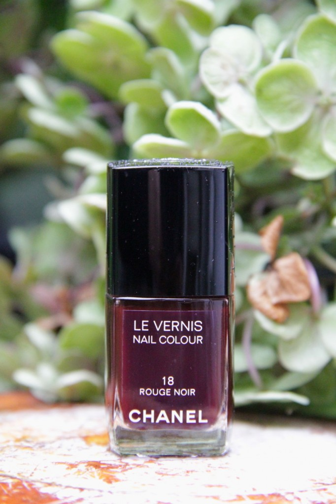 chanel rouge noir nail polish style barista. Black Bedroom Furniture Sets. Home Design Ideas