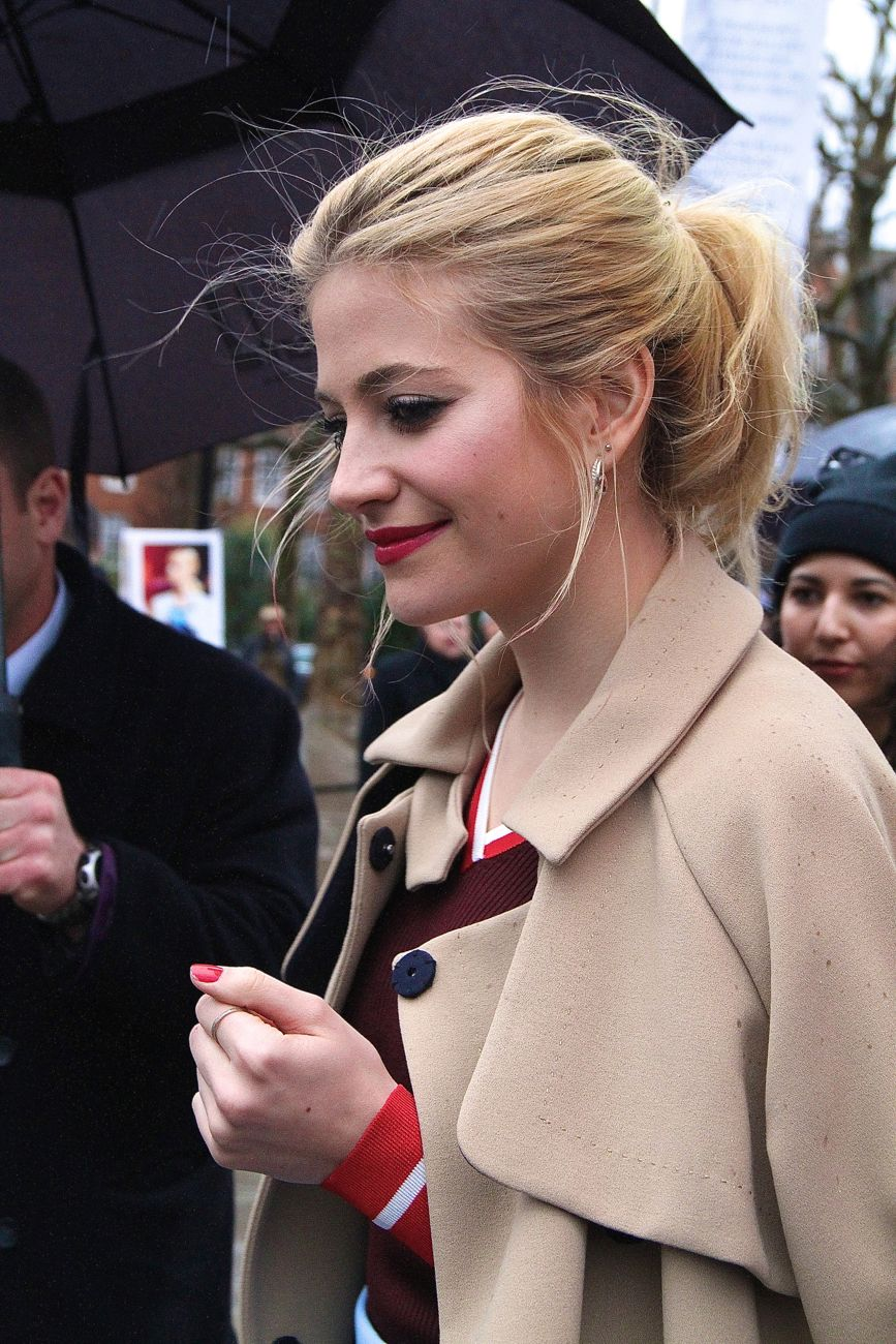 Pixie Lott London Fashion Week street style Style Barista